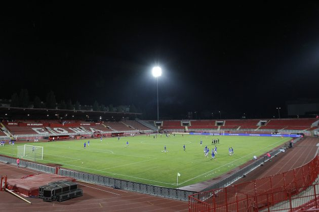 bez publike prazan stadion
