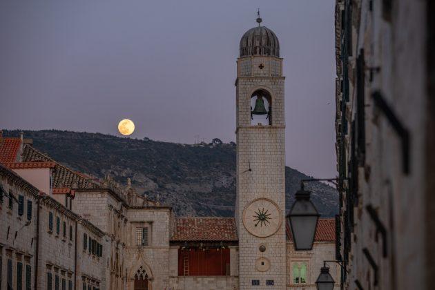 Supermesec nad Dubrovnikom