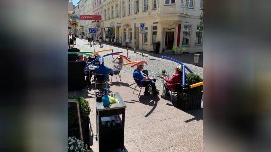 socijalna distanca u kafićima