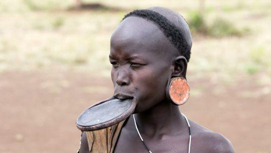 Žene plemena Mursi