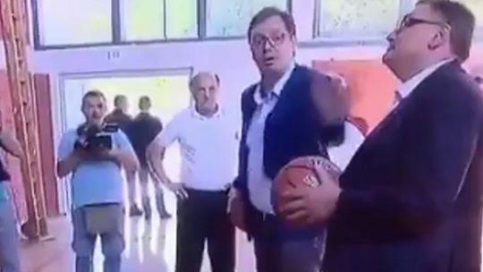 Vučić na ispitu o dimenzijama košarkaškog terena