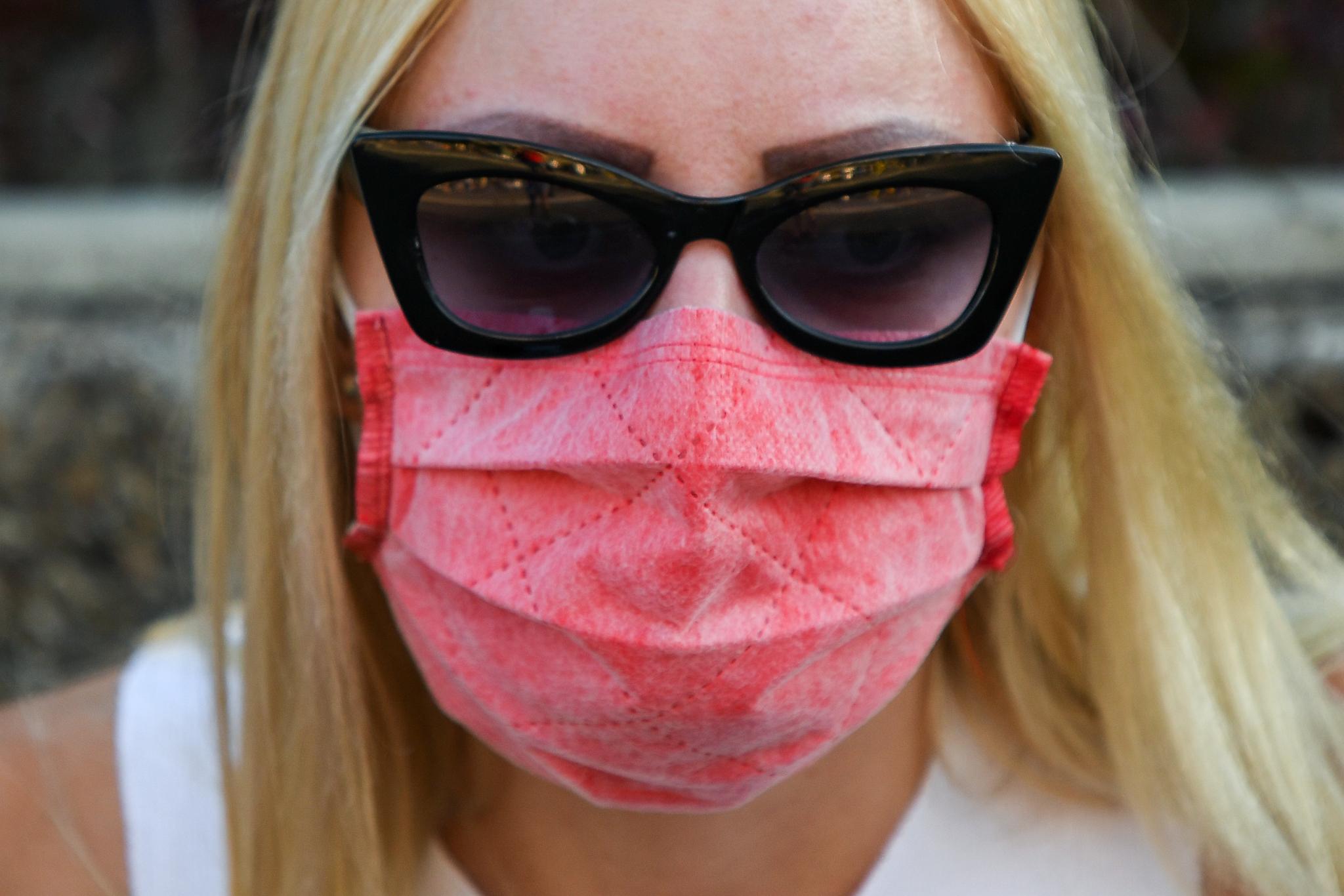 Demonstranti pod maskama