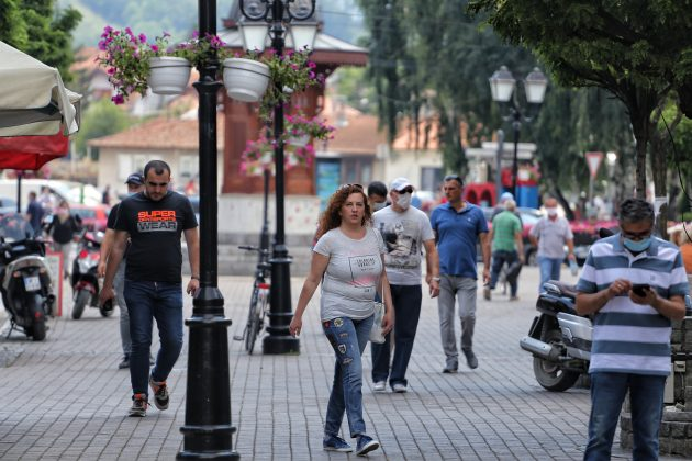 beograđanka nosi opanke