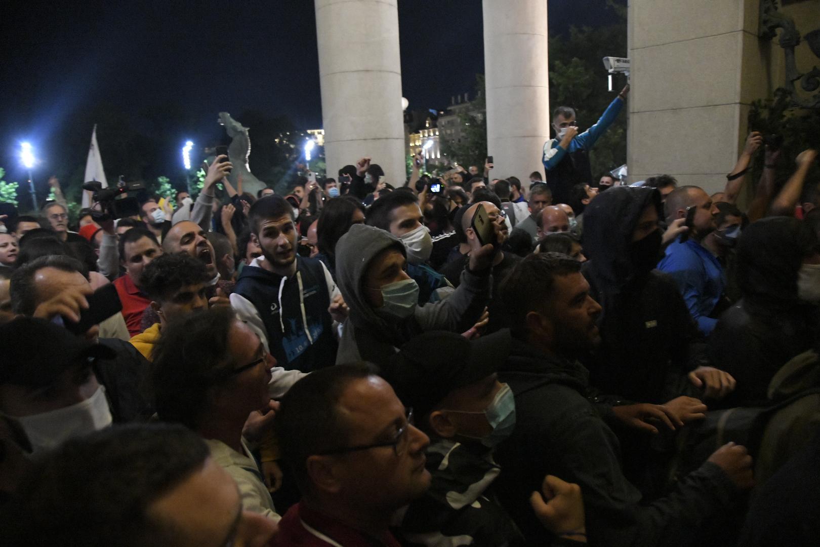 Protest ispred Skupštine