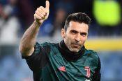 Đanluiđi Bufon pozdravlja publiku posle utakmice Juventusa