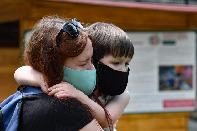 majka i dete; maska;