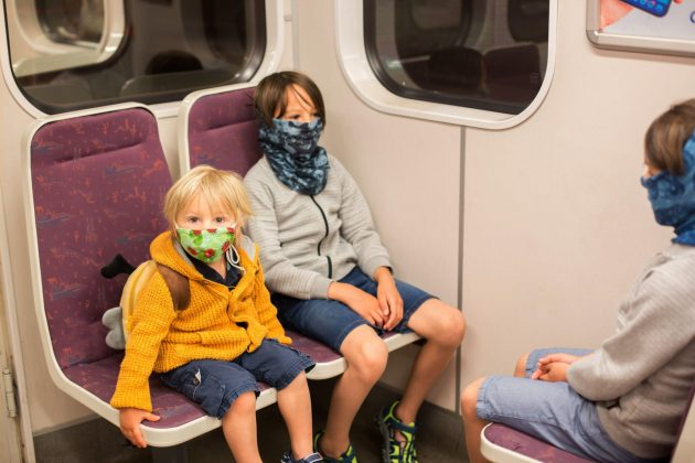 Deca s maskama