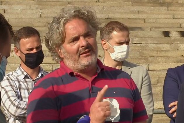 Vladimir Gajić ispred Skupštine o hapšenjima