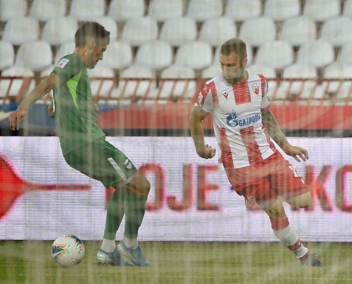 Trenutak kada Katai gura loptu kroz noge čuvaru pred vodeći gol