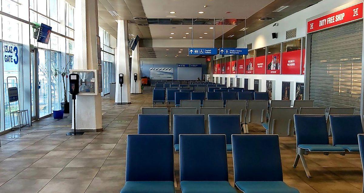 Čekaonica prazna na aerodromu Tivat