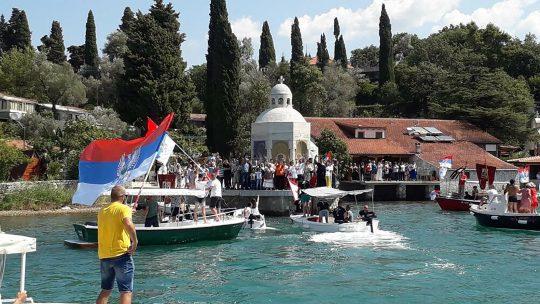 U Tivatskom zalivu održana litija na moru