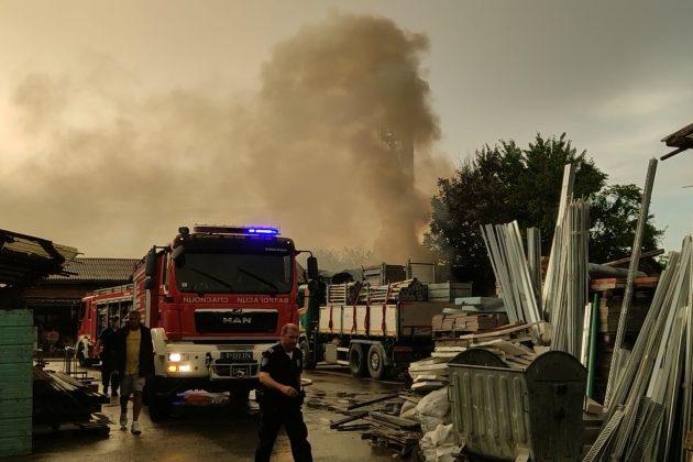 Požar na stovarištu na Dorćolu, gorele palete
