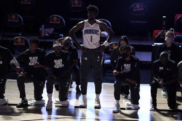Džonatan Ajzak je prvi NBA košarkaš koji nije kleknuo u znak podrške