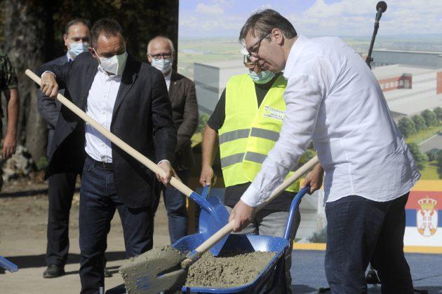Aleksandar Vulin i Aleksandar Vucic polazu kamen temeljac