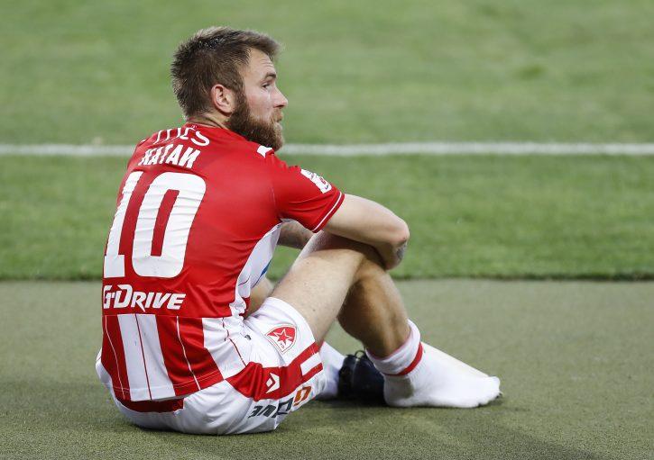 Aleksandar Katai sedi na terenu posle utakmice