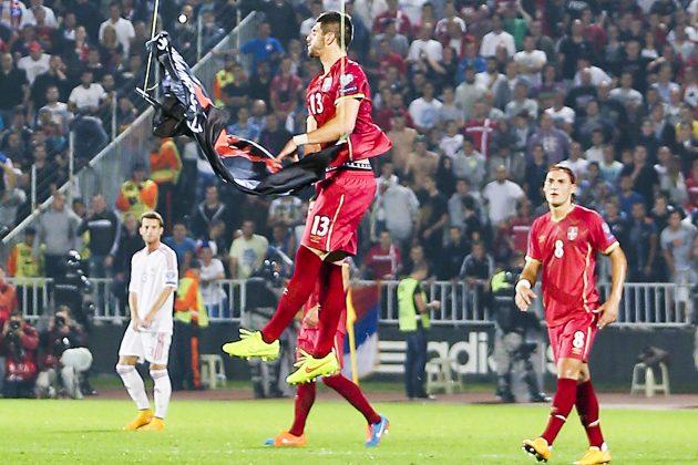 Ismail Morina pustio je dron na utakmici Srbija - Albanija, a sada traži oproštaj što se peo na srpsku crkvu