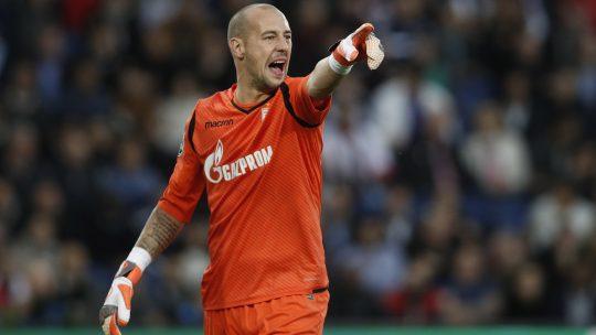 Milan Borjan pokazije igračima gde da se postave