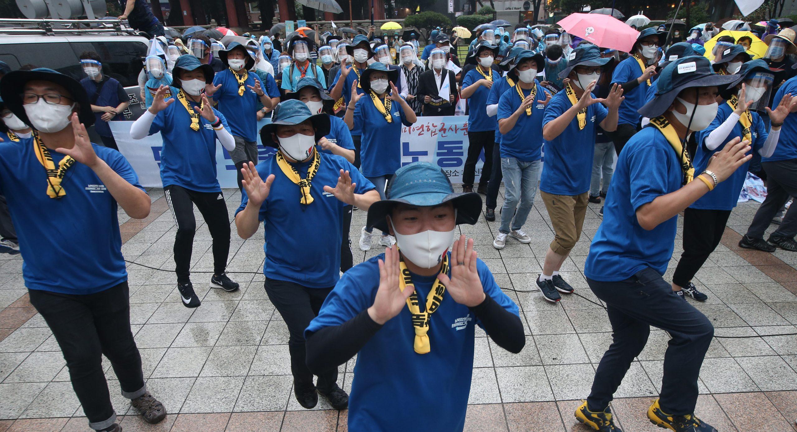 JUŽNA KOREJA SE DIGLA: Protiv korona diktature 1