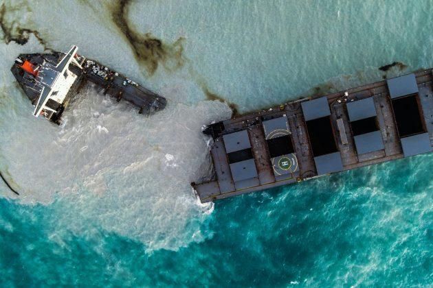Mauricijus, prepolovljen japanski brod
