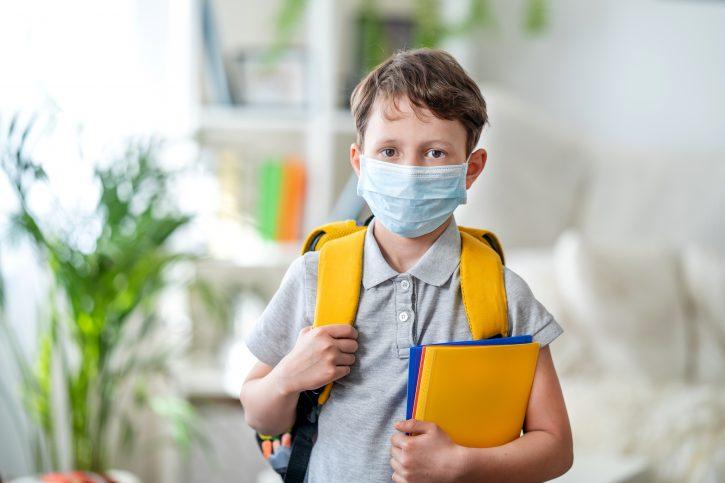 Dete, maska, škola, troslojne maske