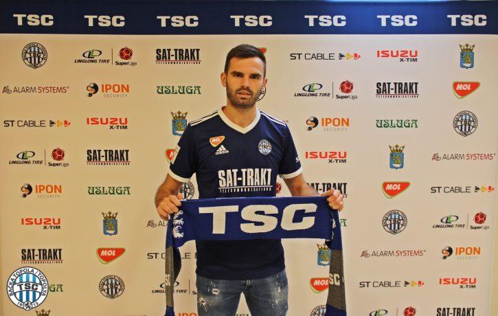 Marko Petkovi' na predstavljanju drži dres TSC-a