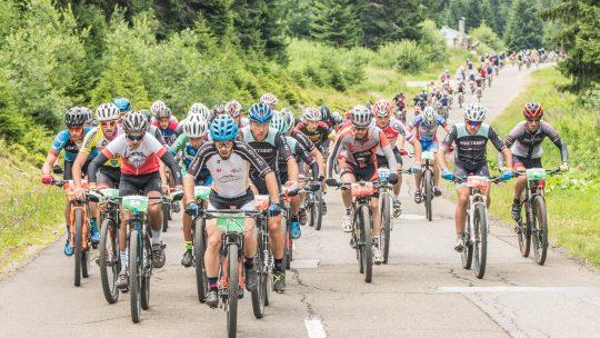 Biciklisti voze u grupi