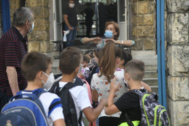 NOVI SVETSKI POREDAK PROŽDIRE ZDRAVLJE SRPSKE DECE: Potpuna zabrana fizičkog u školama 3