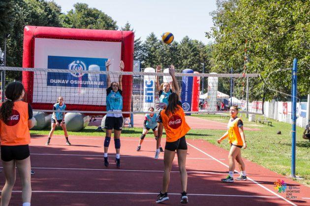Odbojka[ica smečuje na utakmici Sportskih igara mladih