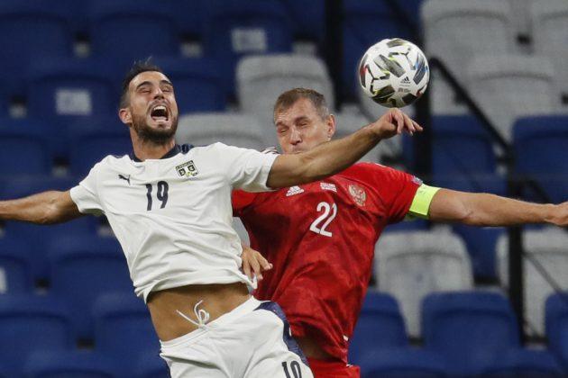 Nikola Maksimović gubi duel u vazduhu na utakmici u Moskvi