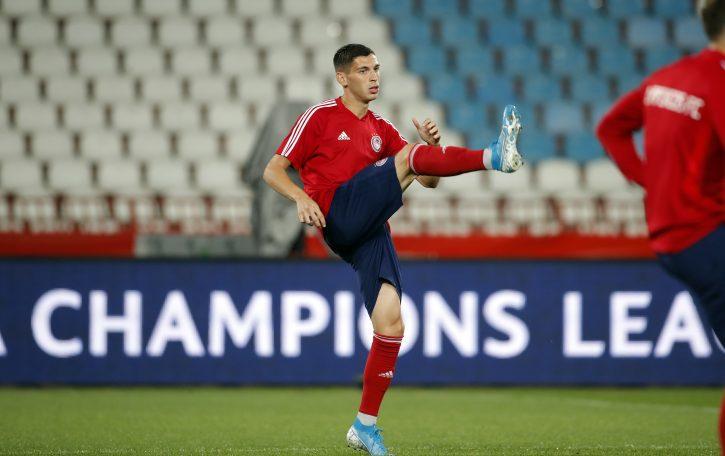 Lazar Ranđelović se zagreva pred početak utakmice