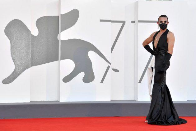 muškarac u haljini
