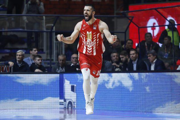 Branko Lazić se raduje na terenu