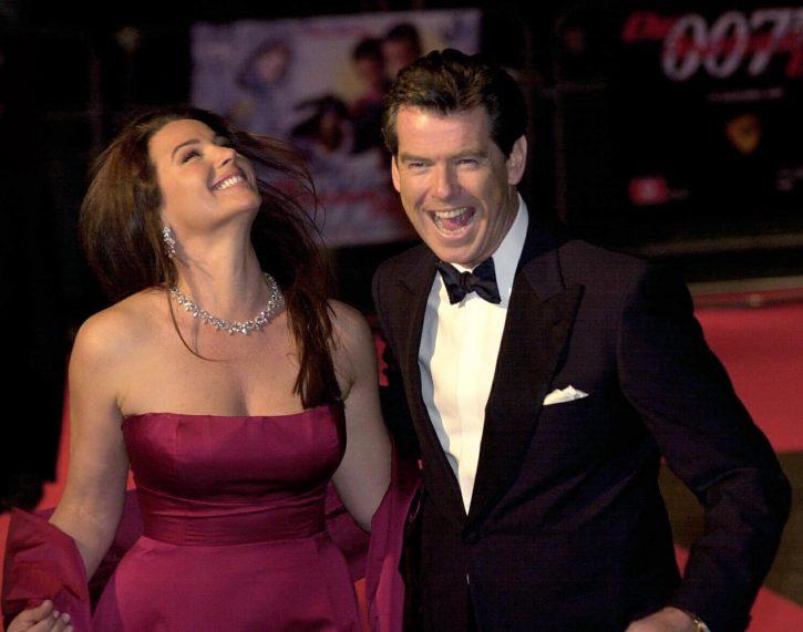 Pirs Brosnan sa ženom