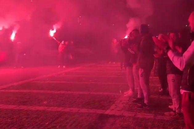 Bakljada navijača Zvezde pred derbi sa Partizanom u ABA ligi