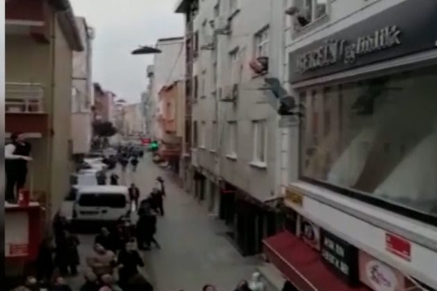 Turska spasavanje dece zapaljen stan