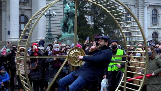 Pijanista: Nad nama se sprovodi eksperiment, a potiče iz Skupštine