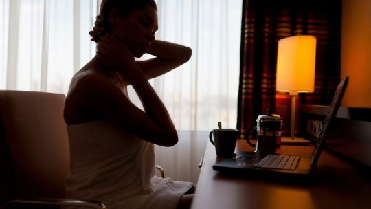 žena; senka; kompjuter