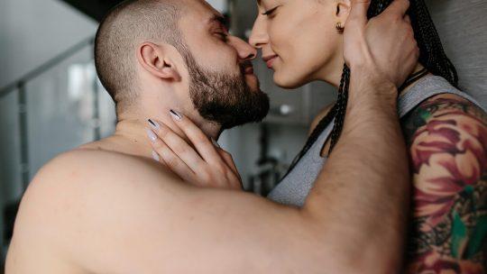ljubav; par; poljubac