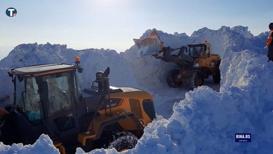 Sneg blokirao planinu Golija