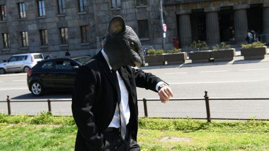 Čovek pacov, čovek miš, Ekološki ustanak ispred Skupštine