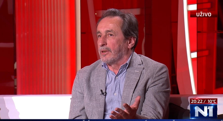 Veselin Simonović. Persona non grata