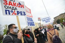 Frilenseri ispred Skupstine Srbije, protest