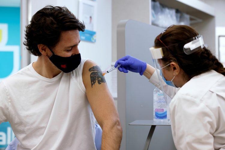 Džastin Trudo, vakcina, AstraZeneca