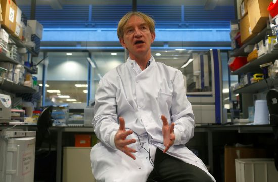 Adrian Hil profesor Oksford, astrazeneka