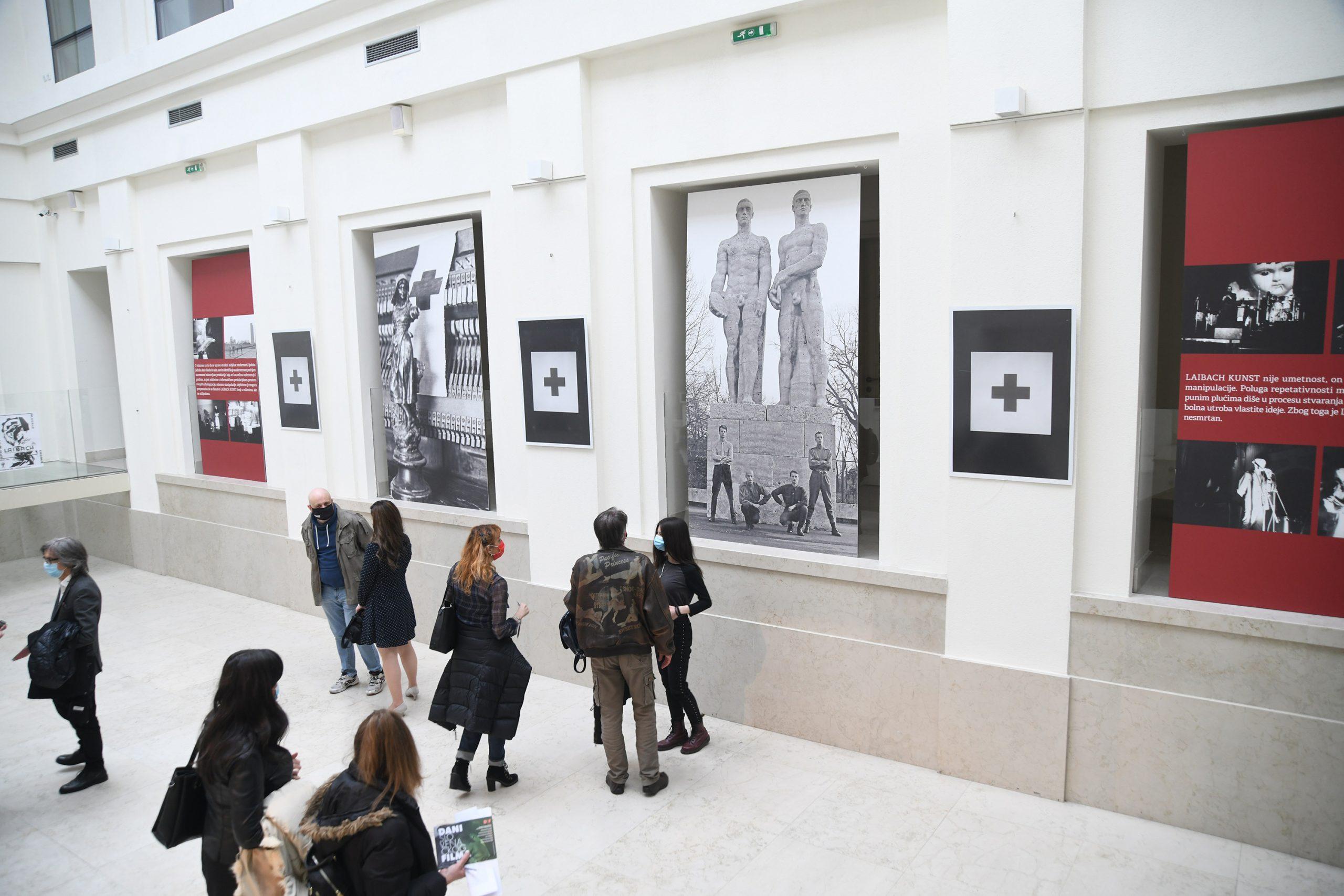 Izlozba fotografija iz knjige Laibach, 40 godina večnosti Teodora Lorencica