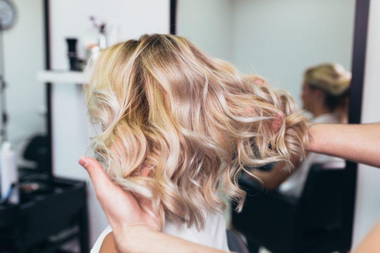 Žena, devojka, frizer, frizerski salon, boja kose