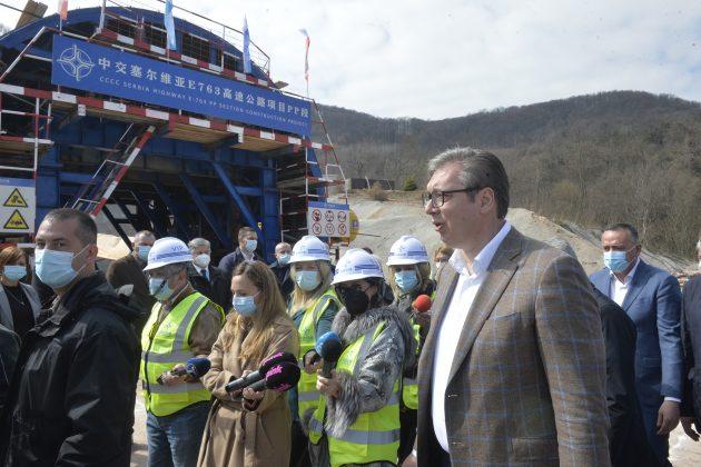 Aleksandar Vučić obilazi radove na auto putu Miloš Veliki