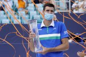 Herbert Hurkač podiže trofej za pobednika Majamija