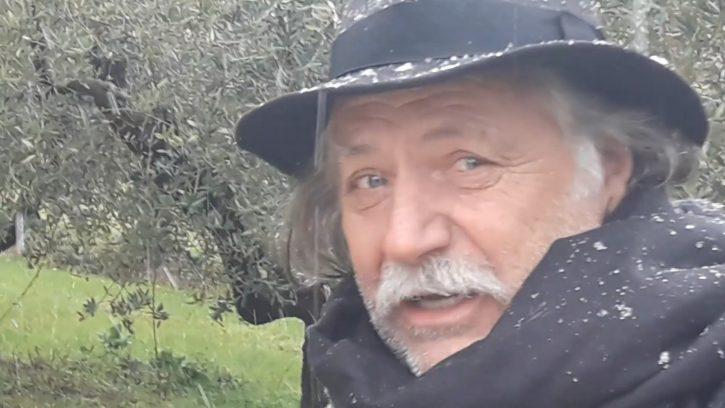 Rade Šerbedžija, peva Kada padne prvi sneg