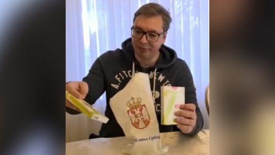 Aleksandar Vučić poklon penzioneri